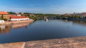 从查理大桥的伏尔塔瓦河viwe 库存图片
