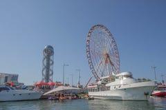 从格鲁吉亚度假胜地巴统的堤防海的看法  免版税库存图片