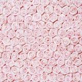 从桃红色玫瑰的婚礼背景 免版税库存图片