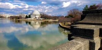 从桥梁的托马斯・杰斐逊纪念景色 免版税库存照片