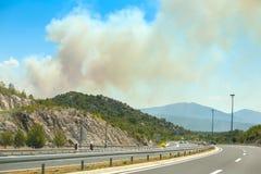 从森林火灾的烟云 免版税库存照片