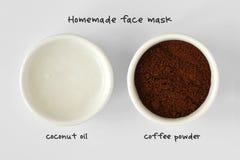 从椰子油和咖啡粉末做的自创面罩 库存图片