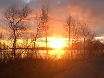 从步行的美好的日落视图在挪威的北部 图库摄影