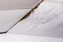从水泄漏的损坏的天花板 免版税库存照片