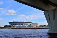 从水的看法在橄榄球俱乐部Zenit fr体育场  免版税库存照片