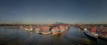从汉堡港口的鸟瞰图日落的 免版税库存照片