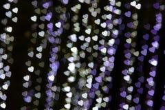 从汽车光的惊人的心脏Bokeh在夜街道交通堵塞 免版税库存照片