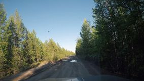 从汽车的看法 夏天在路的旅行在晴天 影视素材