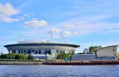 从河内娃嘴唇的水的看法对体育场的  免版税库存照片