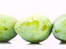 从泰国的绿色芒果在白色返回查出 免版税图库摄影