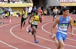 从津巴布韦奔跑400 metrs障碍的诺曼底人MUKWADA在国际田联世界U20冠军加热在坦佩雷 免版税库存图片