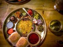 从浦那的一个Maharashtrian Misal盘 免版税库存照片