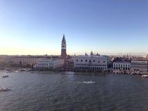 从海湾的侧视图到在广场圣马尔科的Â在威尼斯,意大利 库存图片