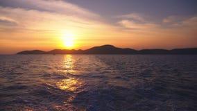 从海的看法到在日落,海景期间的海岛 影视素材