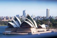 从港口桥梁的悉尼歌剧院 库存照片