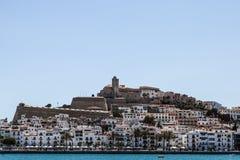 从港口的伊维萨岛视图 库存图片