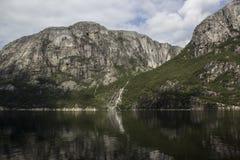 从游轮的惊人的海湾视图在挪威/斯堪的那维亚 免版税库存图片