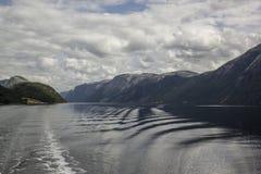 从游轮的惊人的海湾视图在挪威/斯堪的那维亚 库存图片