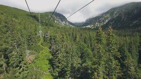 从滑雪吊车缆车的看法在Tatra山 股票视频