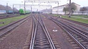 从火车轨道的空中飞行在铁路 股票视频