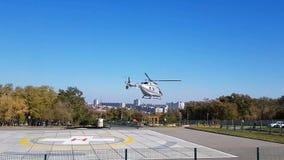 从灾害医学直升机的特别区域的起飞 股票视频