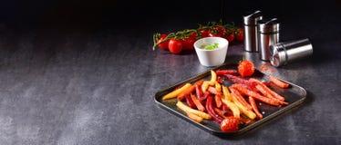 从烤箱的五颜六色的菜油炸物 免版税库存照片