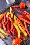 从烤箱的五颜六色的菜油炸物 库存照片