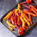 从烤箱的五颜六色的菜油炸物 图库摄影