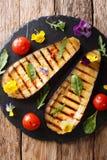 从烤茄子和蕃茄的夏天开胃菜用草本 库存图片
