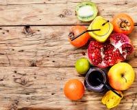 从热带水果的汁液 库存图片