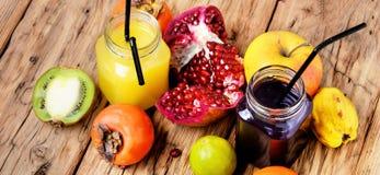 从热带水果的汁液 免版税图库摄影