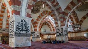 从爱迪尔内老清真寺的内部细节 Eski清真寺是15世纪初无背长椅清真寺 免版税库存照片