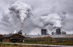 从现在工业烟的大气大气污染 免版税库存照片