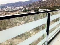从玻璃阳台的宏伟的视图在第比利斯,乔治亚 免版税库存照片