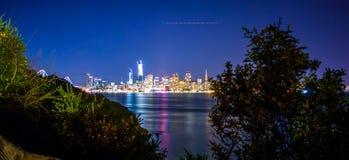 从珍宝海岛califor的旧金山市街市地平线 库存图片