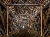 从瑞士的老莱茵河桥梁向列支敦士登,瓦杜兹, Liech 免版税库存图片