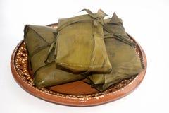 从瓦哈卡和恰帕斯州状态的传统墨西哥玉米粽子坎德拉里亚角天庆祝的 免版税库存照片