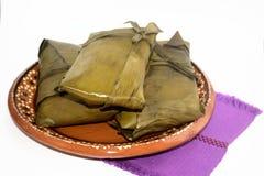 从瓦哈卡和恰帕斯州状态的传统墨西哥玉米粽子坎德拉里亚角天庆祝的 图库摄影