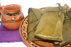 从瓦哈卡和恰帕斯州状态的传统墨西哥玉米粽子坎德拉里亚角天庆祝的 免版税库存图片