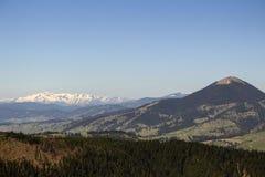 从瓦特拉多尔内看见的喀尔巴阡山脉 图库摄影