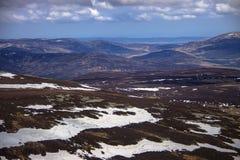 从登上敏锐的山顶的看法 Cairngorm山,阿伯丁郡,苏格兰 库存图片