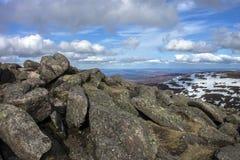 从登上敏锐的山顶的看法 Cairngorm山,阿伯丁郡,苏格兰 库存照片