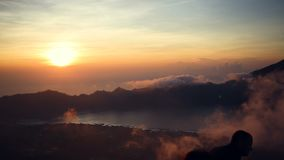 从登上Batur的看法在火山阿贡和阿邦,巴厘岛,印度尼西亚 股票视频
