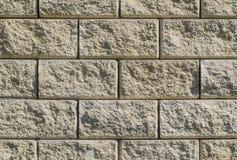 从白色砖墙壁的背景  黄色米黄砖 砖纹理 背景大厦商务中心墙壁视窗 大项目 库存照片