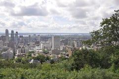从皇家山Kondiaronk眺望楼的蒙特利尔全景  库存照片