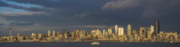 从皮吉特湾的西雅图都市风景 库存照片