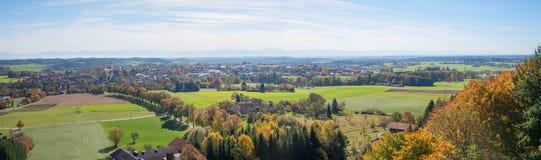 从监视ebersberg的看法到农村巴法力亚风景和foo 免版税库存照片
