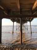 从码头下面的看法在海的Saltburn 免版税图库摄影