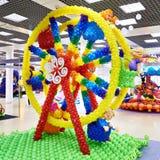 从空气可膨胀的球的弗累斯大转轮 免版税图库摄影