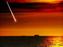 从空间黑暗的海的飞星秋天日落的 免版税库存照片